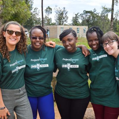 Interns and staff in Kenya take a photo on a volunteer project abroad for students.